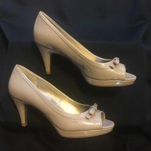 Bandolino Size 7.5M Patent Leather Heel